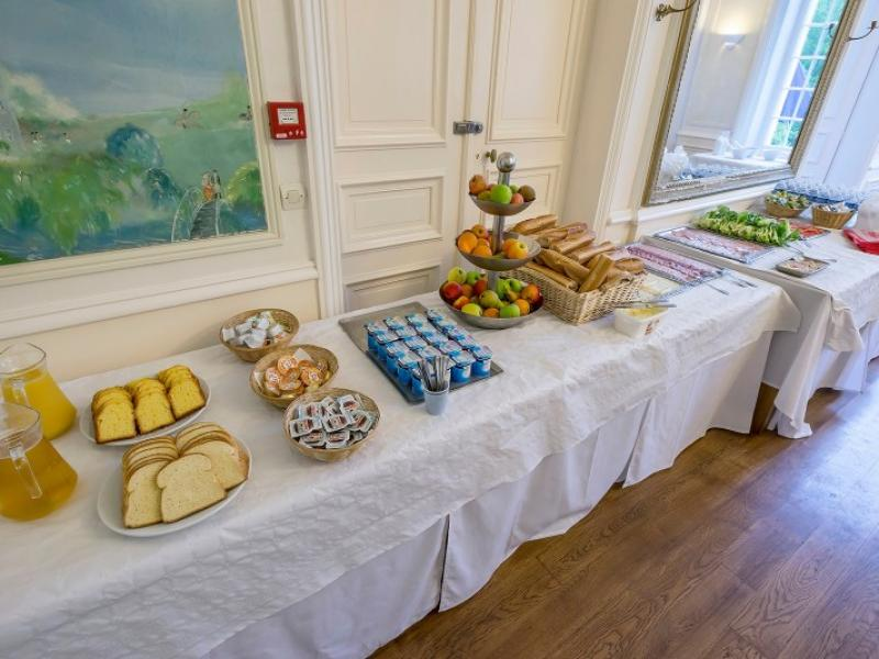 Breakfast and packed lunch choice at the Château