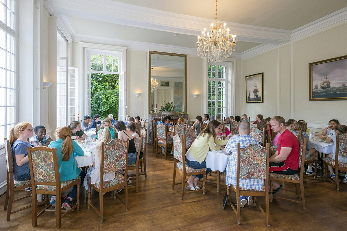 Chateau du Baffy dining with school group smaller2
